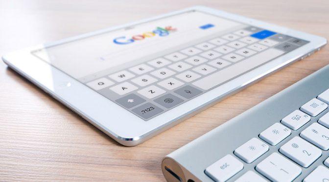 タブレットでGoogle検索しているところ