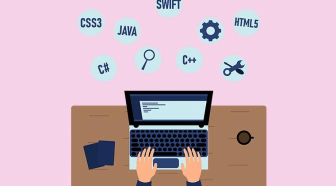 ホームページ制作中のPCとデスク